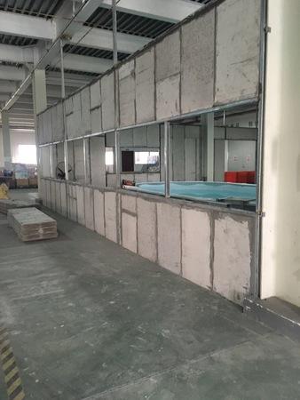 车间内再添办公实验室采用12mm轻质隔墙板